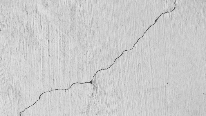 decorating filling in cracks on the walls